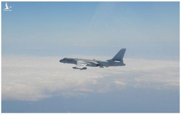 Máy bay ném bom H-6K của Trung Quốc /// Chụp màn hình CNA