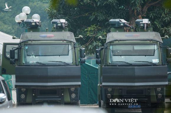 """Cận cảnh dàn xe """"khủng"""" làm nhiệm vụ bảo vệ đại hội Đảng trong Trung tâm Hội nghị Quốc gia - Ảnh 6."""