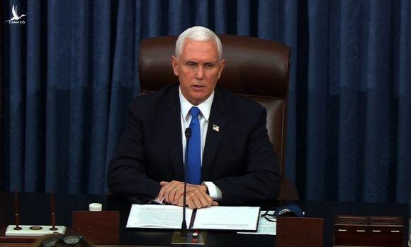 Phó tổng thống Mỹ Mike Pence tiếp tục chủ trì phiên họp sau thời gian bị gián đoạn. Ảnh: Senate TV.