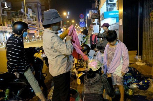 0h đêm Sài Gòn 19 độ của 5 nữ sinh 18 tuổi - Ảnh 2.