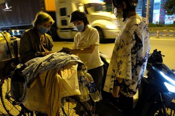 0h đêm Sài Gòn 19 độ của 5 nữ sinh 18 tuổi - Ảnh 1.
