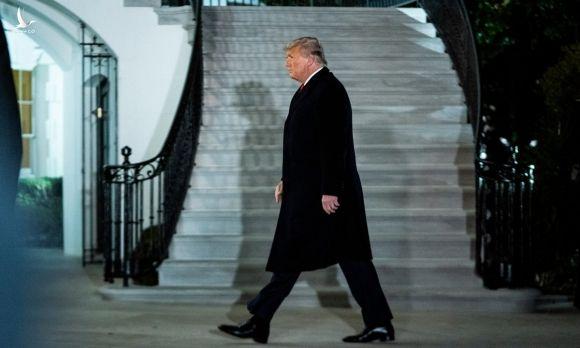 Tổng thống Donald Trump trở về Nhà Trắng sau chuyến thăm Texas hôm 12/1. Ảnh: Washington Post.
