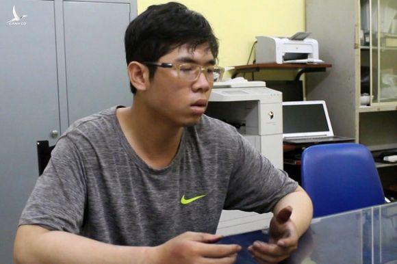 Truy tố thanh niên cầm lựu đạn giả cướp Agribank Đồng Nai - Ảnh 1.