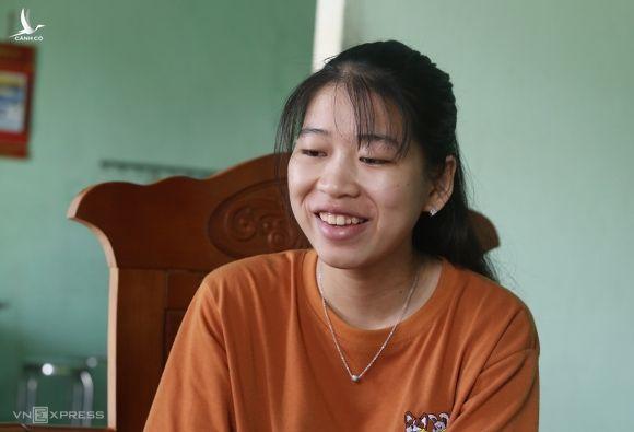 Nguyễn Thị Thanh Xuân chia sẻ niềm vui khi trúng tuyển quân sự. Ảnh: Đắc Thành.