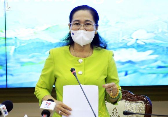 Chủ tịch HĐND TP HCM Nguyễn Thị Lệ phát biểu tại phiên họp chiều 23/2. Ảnh: Hữu Công.