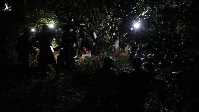 Phá sòng bạc 'khủng' trong vườn nhãn ở Tây Ninh, tạm giữ 39 người, thu giữ tiền tỉ - ảnh 8