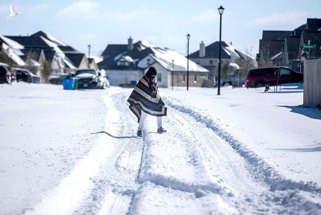 Rộ thuyết âm mưu chính phủ Mỹ tạo ra thảm họa bão tuyết ở Texas - ảnh 1