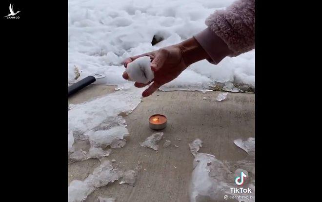 Người phụ nữ lan truyền thuyết âm mưu bão tuyết do chính phủ Mỹ tạo ra trong một đoạn video trên ứng dụng TikTok /// Ảnh chụp màn hình