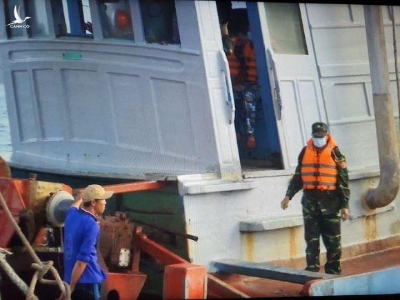 Bắt tàu cá vận chuyển 180 nghìn lít dầu DO không rõ nguồn gốc - ảnh 2