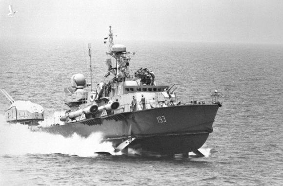 Chiêm ngưỡng khoảnh khắc ngư lôi Việt Nam phóng ra từ tàu chiến cực hiếm - Ảnh 3.