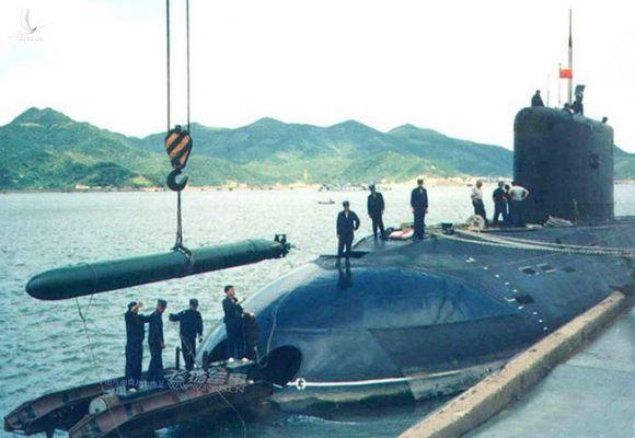 Chiêm ngưỡng khoảnh khắc ngư lôi Việt Nam phóng ra từ tàu chiến cực hiếm - Ảnh 9.