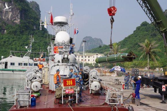 Chiêm ngưỡng khoảnh khắc ngư lôi Việt Nam phóng ra từ tàu chiến cực hiếm - Ảnh 11.