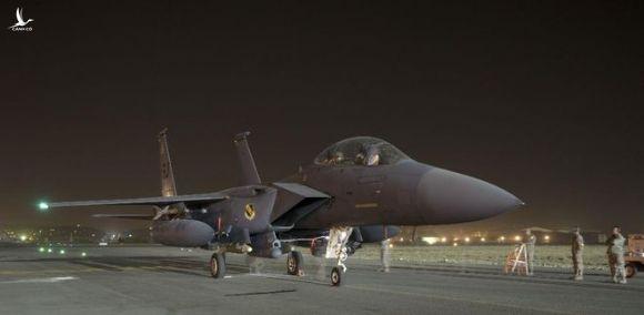 Một tiêm kích F-15E /// USAF