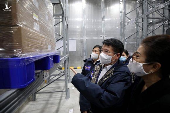 Hơn 900 nhân viên y tế Bệnh viện Bệnh nhiệt đới TP.HCM tiêm vắc xin đợt đầu - Ảnh 2.