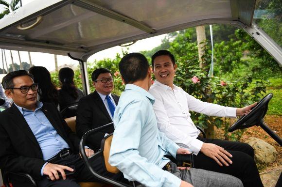 CEO Pham Van Tam ra mat phan bon huu co anh 4