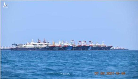Hơn 200 tàu Trung Quốc không thực sự đánh bắt cá, tụ về một nơi trên Biển Đông - Ảnh 1.