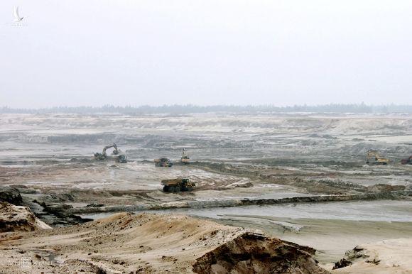 Công trường tại mỏ sắt Thạch Khê hồi đầu năm 2011. Ảnh: Đức Hùng