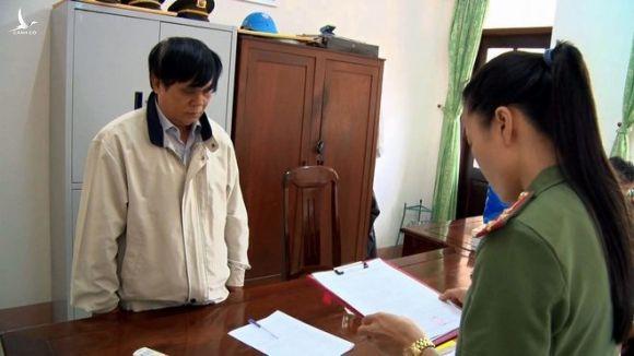 Cơ quan điều tra công bố quyết định khởi tố bị can Phạm Văn Dũng /// ẢNH: XUÂN NGUYÊN