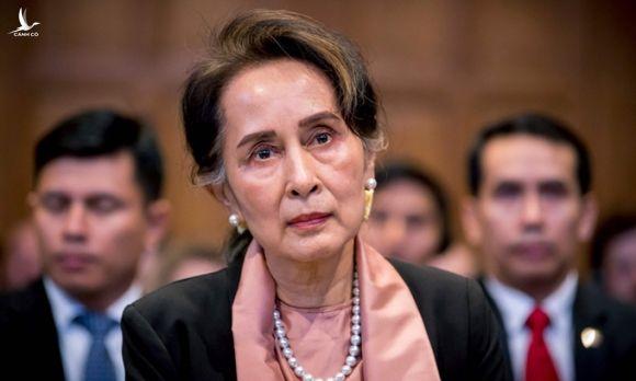 Cố vấn Nhà nước Myanmar Aung San Suu Kyi tại phiên điều trần ở Tòa Hình sự Quốc tế năm 2019. Ảnh: AFP.