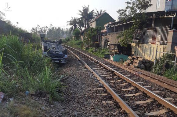 Tàu hỏa tông ôtô ở Quảng Ngãi: Công an làm việc với nhân viên gác chắn - Ảnh 2.