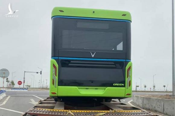 Lộ ảnh xe bus điện VinFast được vận chuyển về Hà Nội - Ảnh 4.