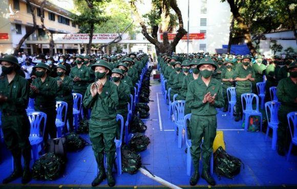Nữ tân binh TP.HCM tạm gác công việc lên đường nhập ngũ - ảnh 1