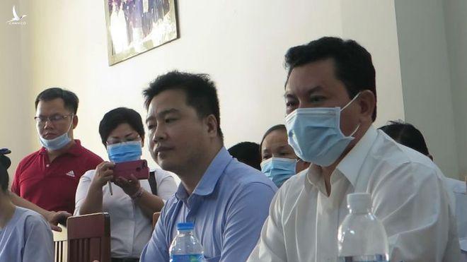 """Ông Võ Hoàng Yên (phải) trình bày một số vấn đề liên quan đến nội dung tố cáo tại buổi """"đối chất"""" /// Ảnh: T.N"""
