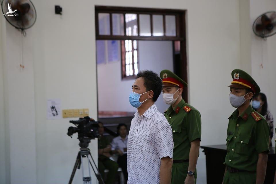 Tuyên phạt bị cáo Quách Duy 4 năm 6 tháng tù.