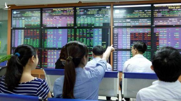 Vn-Index vượt đỉnh 1.200, nhà đầu tư vẫn kém vui - ảnh 1