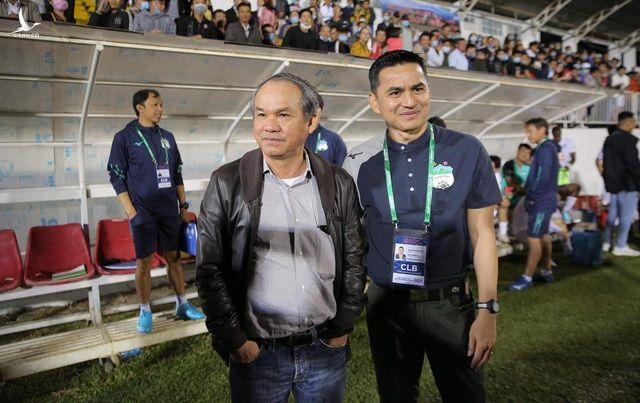 Huyền thoại bóng đá Thái Lan: Kiatisuk sẽ thay HLV Park Hang Seo - 1