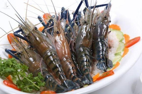 Chuyên gia thực phẩm khuyến cáo: Khi ăn tôm, dù ngon mấy cũng phải bỏ ngay các bộ phận này - Ảnh 1.