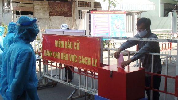 Đà Nẵng diễn tập tình huống cử tri trong khu phong tỏa bỏ phiếu bầu cử với nhiều công đoạn nghiêm ngặt trong phòng chống dịch Covid-19 /// Ảnh: Hoàng Sơn