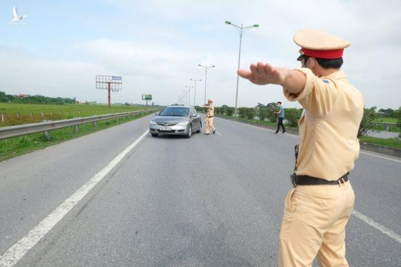 Ngăn chặn liên tiếp nhiều vụ đua xe trái phép ở Tiền Giang, Hà Nội - Ảnh 1.