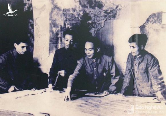 Đại tướng Võ Nguyên Giáp và những khoảnh khắc lịch sử ở Điện Biên Phủ - Ảnh 3.