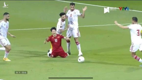 Tuyển VN đá đẹp tận phút cuối trước UAE: Người Việt hãy bớt xấu xí khi 'tấn công' trọng tài! - ảnh 1