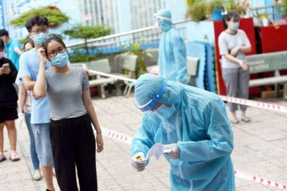 Bệnh viện Nhi Đồng 1 ngừng nhận bệnh nhi sơ sinh sau ca COVID-19 - Ảnh 1.