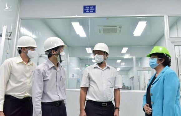 Khoảng 500 công nhân Khu công nghệ cao TP.HCM tiêm khởi động chiến dịch vắc xin 836.000 liều - Ảnh 1.