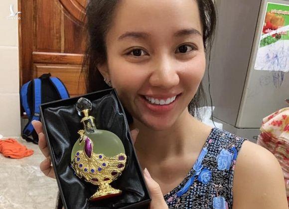 vo Le Duong Bao Lam ban nuoc hoa gia anh 1