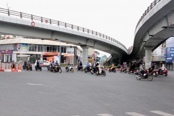 Chốt kiểm soát tại Gò Vấp (TP.HCM): 'Xả' chốt hợp lý, dân khen 'thuận lợi, không bị trễ giờ làm' - ảnh 1