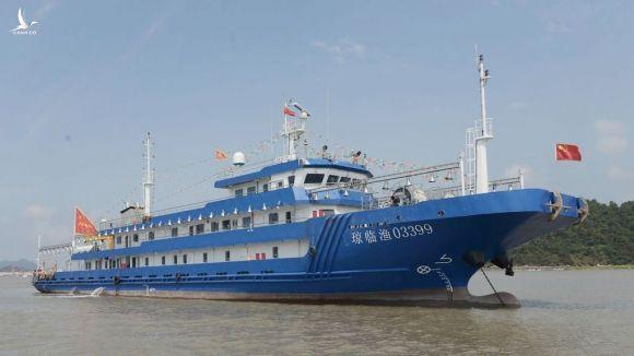 Một tàu cá khổng lồ của Trung Quốc /// CHỤP MÀN HÌNH THE WALL STREET JOURNAL