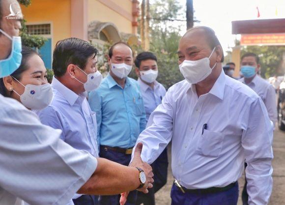 Chu tich nuoc Nguyen Xuan Phuc tham TP.HCM anh 1