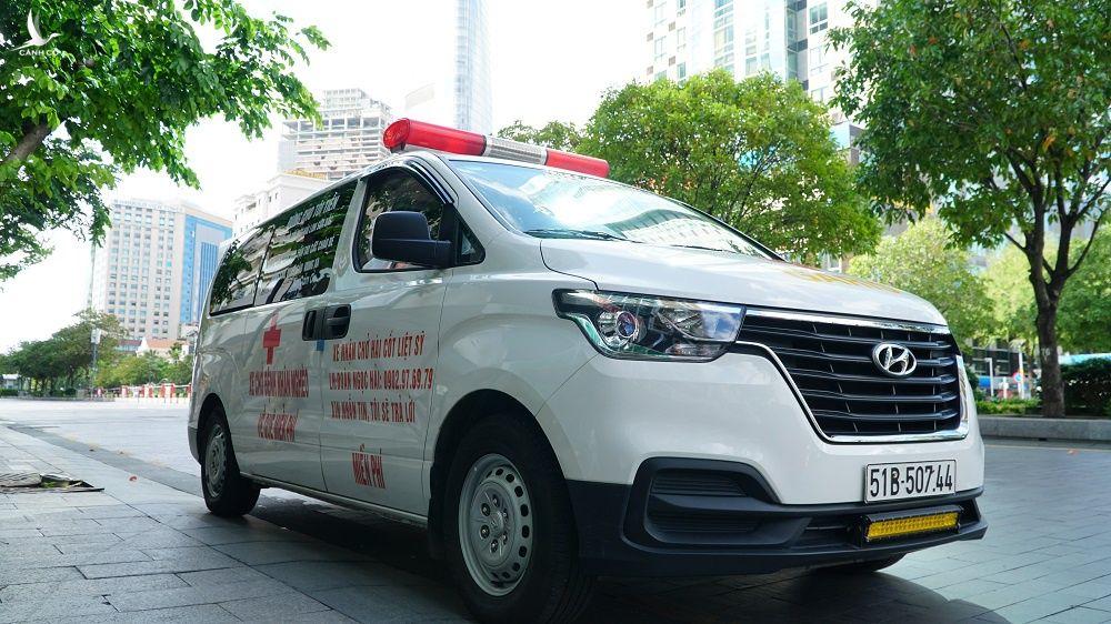 """Ông Đoàn Ngọc Hải """"chia tay"""" xe cứu thương, nhận 3 tỉ mua máy thở cho bệnh viện dã chiến Covid-19 - ảnh 1"""