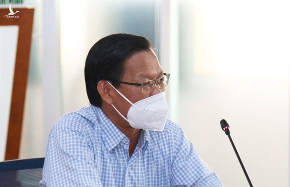 Phó bí thư thường trực Thành uỷ Phan Văn Mãi tại cuộc họp báo chiều 13/7. Ảnh: Mạnh Tùng.