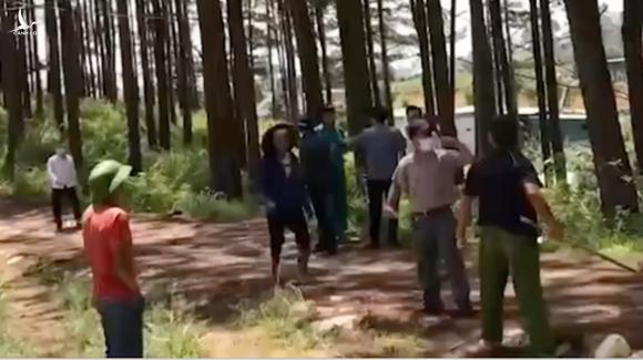 Bắt khẩn cấp lâm tặc chiếm rừng, hành hung cán bộ phường - Ảnh 1.