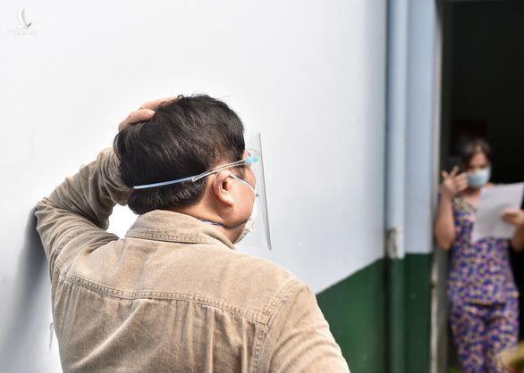 Thủ tướng đề nghị người dân gọi điện tới số điện thoại khẩn cấp của phường để kiểm tra - Ảnh 7.