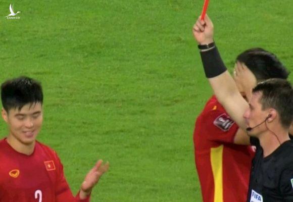 Bạn bè quốc tế phản ứng gay gắt trước thẻ đỏ của Duy Mạnh - Ảnh 1.