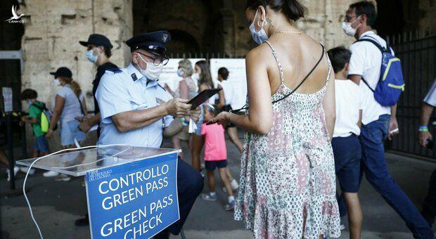 """Châu Âu: Không có """"thẻ xanh Covid-19"""" khi đến nhà hàng, trung tâm…được xem là phạm pháp"""