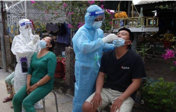 An Giang: Phát hiện ổ dịch lớn với 97 trường hợp dương tính SARS-CoV-2, giãn cách theo Chỉ thị 16 một thị trấn - Ảnh 1.
