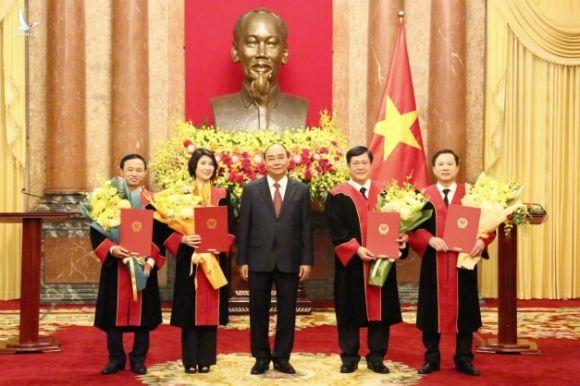 Chủ tịch nước trao quyết định bổ nhiệm Thẩm phán Tòa án nhân dân tối cao cho 4 Thẩm phán cao cấp - Ảnh 1.