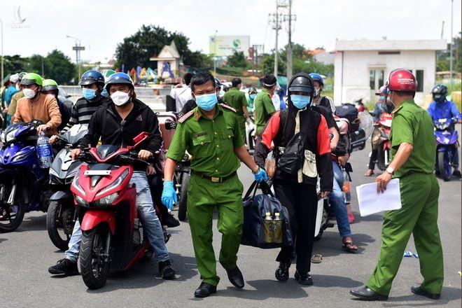 TPHCM đã tổ chức đưa hơn 28.000 người dân các tỉnh trở về quê - 2
